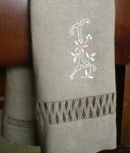 toalha linho letra I