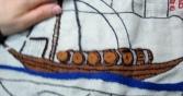 barco concluído e tremido, rio e mastro incompletos